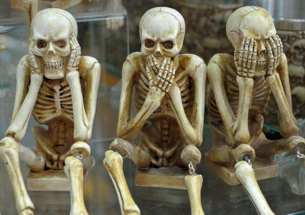 """""""See no evil"""" - 3 skeletons"""